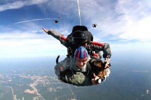 tandem-skydivers-713708_1280